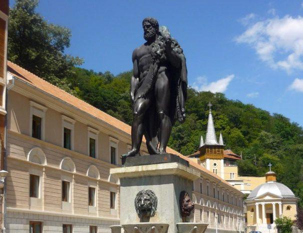 baile-herculane-9-statuia-lui-hercules-1200x800
